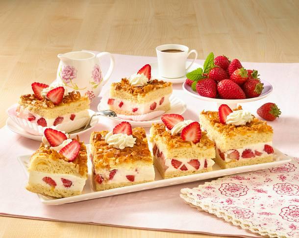 Erdbeer-Bienenstich-Schnitten Rezept