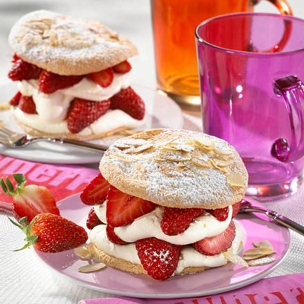 Erdbeer Biskuit Türmchen Rezept