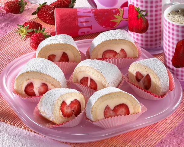 Erdbeer-Biskuitrolle mit Limettensahnefüllung Rezept