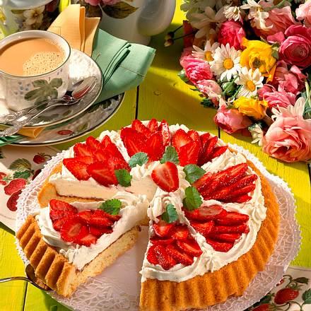 Erdbeer-Blütenkuchen mit Sahne Rezept