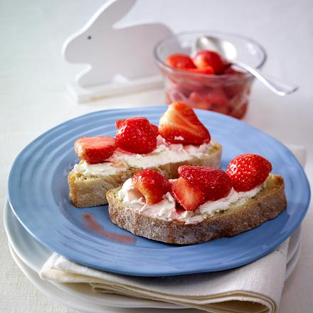 Erdbeer-Brot mit Frischkäse Rezept