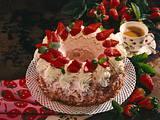 Erdbeer-Buttercreme-Kranz Rezept