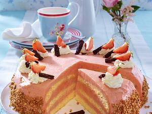 Erdbeer-Buttercreme-Torte (Leserrezept, Variante mit Haselnusskrokant) Rezept