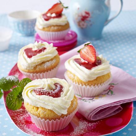 Erdbeer-Cupcakes mit Mascarpone-Quark-Creme Rezept