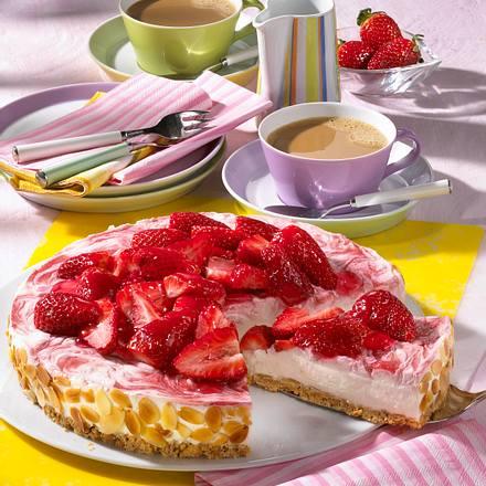 Erdbeer-Frischkäse-Torte auf Butterkeks-Bröselboden Rezept