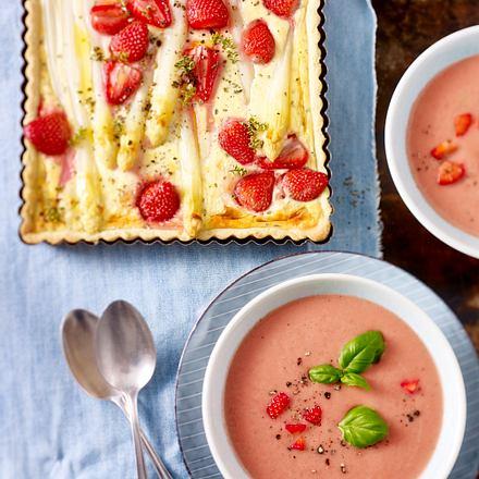 Erdbeer-Gurken-Gazpacho und herzhafte Erdbeer-Spargel-Quiche Rezept