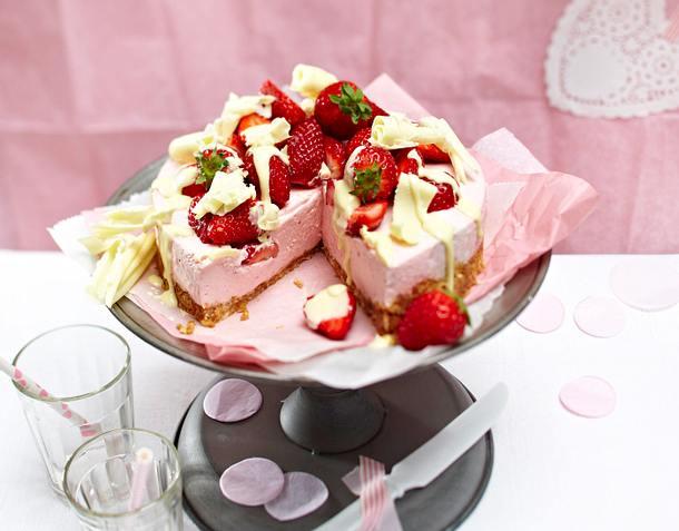 Erdbeer-Joghurt-Torte mit Amarettiniboden Rezept