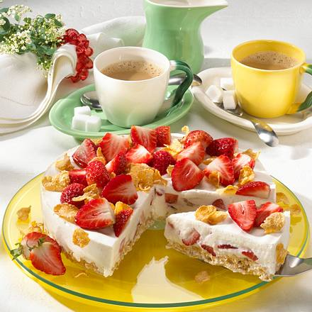 Erdbeer-Joghurt-Torte mit Knusperboden Rezept
