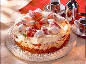 Erdbeer-Mascarpone-Torte mit Baiserboden Rezept