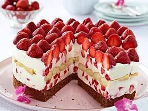 Erdbeer-Mascarpone-Torte mit Konfitüre glasiert Rezept