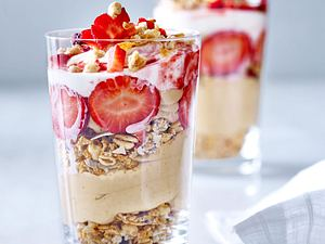 Erdbeer-Nicecream mit Granola Rezept