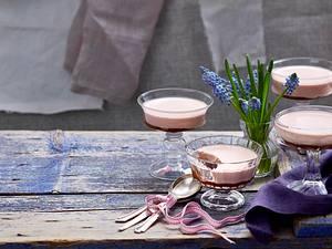 Erdbeer-Pannacotta auf Schokoladensoße Rezept