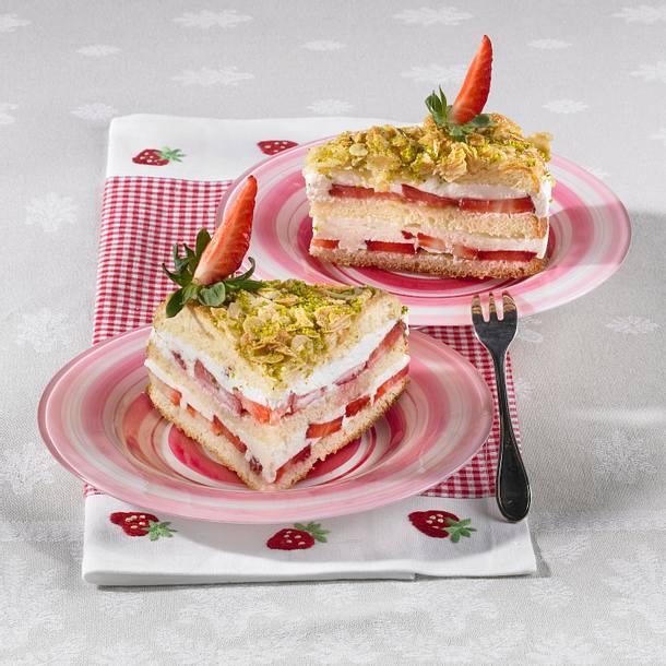 Erdbeer-Pistazien-Bienenstich Rezept