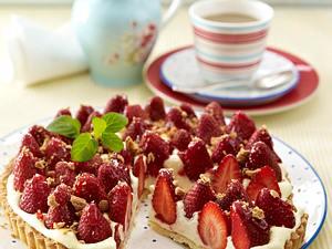 Erdbeer-Pudding-Tarte mit Amarettini-Brösel Rezept