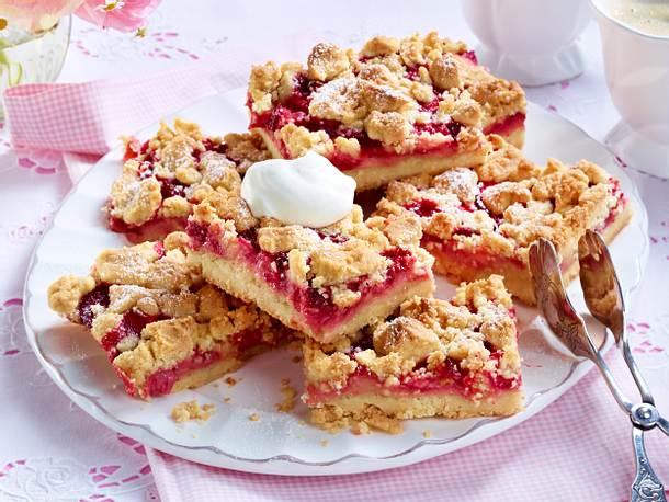 Erdbeer-Puddingkuchen vom Blech mit Streuseln Rezept