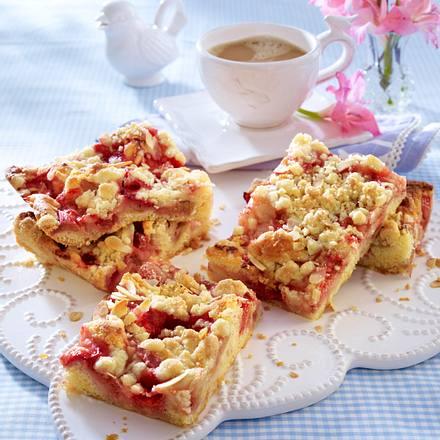 Erdbeer-Rhabarber-Streuselkuchen Rezept