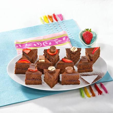 Erdbeer-Sacher-Blechkuchen Rezept