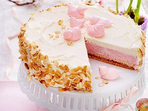 Erdbeer-Sahne-Torte mit Baiserküken Rezept