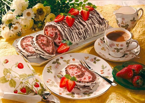 Erdbeer-Schokolade-Biskuitrolle Rezept
