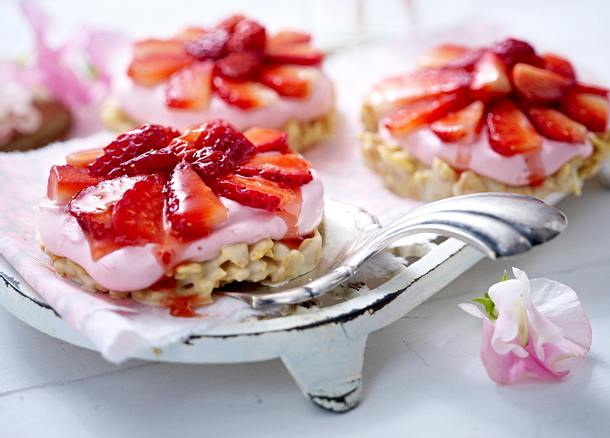 Erdbeer-Teilchen mit weißem Crossieboden Rezept