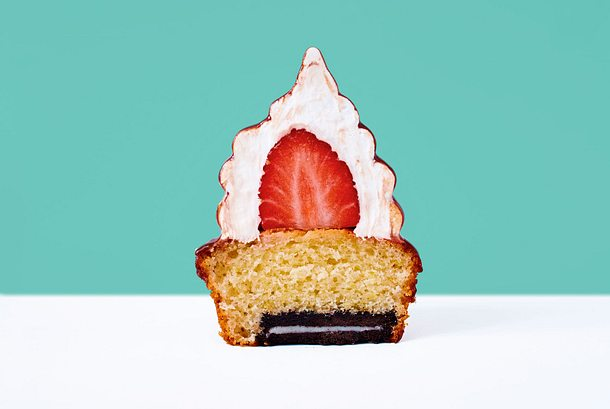 Erdbeercupcake mit Baiserkapuze Rezept