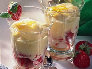 Erdbeeren mit Zitronenschaum Rezept