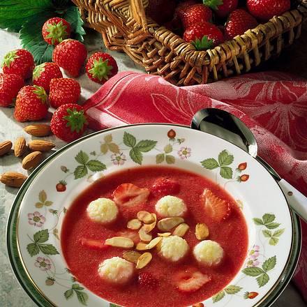 Erdbeerkaltschale mit Milchreisbällchen Rezept