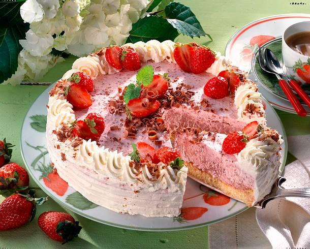 Erdbeersahne-Torte Rezept