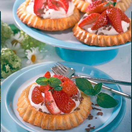 Erdbeertörtchen mit Quarksahne Rezept