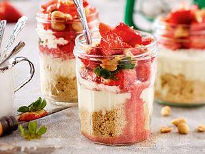 Erdbeertrifle mit Salted Peanuts Rezept
