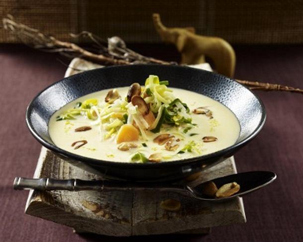 Erdnuss-Kokossuppe mit Möhren und Porree Rezept