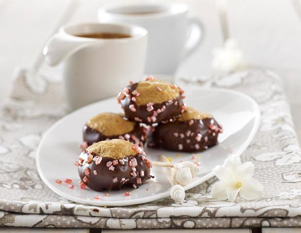 Erdnussbutter-Kugeln im Schokoladenmantel mit Zuckerdekor Rezept