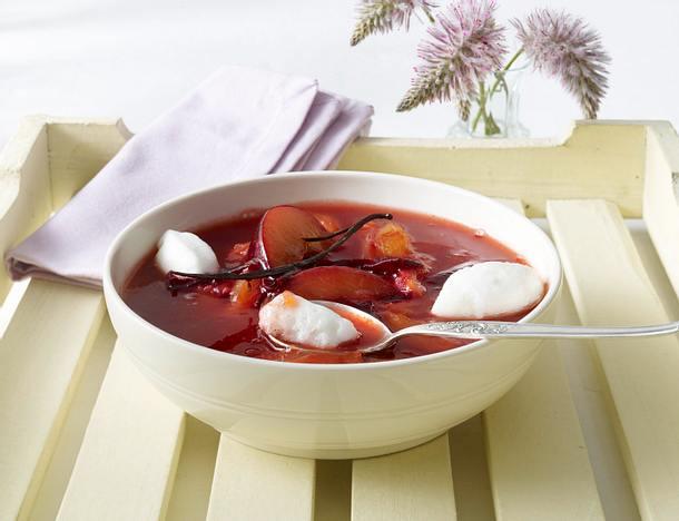 Erfrischende Pflaumensuppe mit Schneeklößchen Rezept