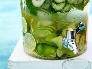 Erfrischendes Wasser: Ingwer-Limette-Gurke Rezept