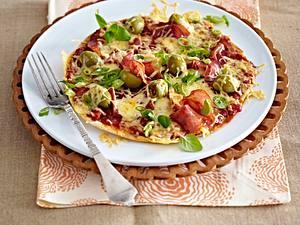 Express-Pizza mit Salami & Oliven Rezept