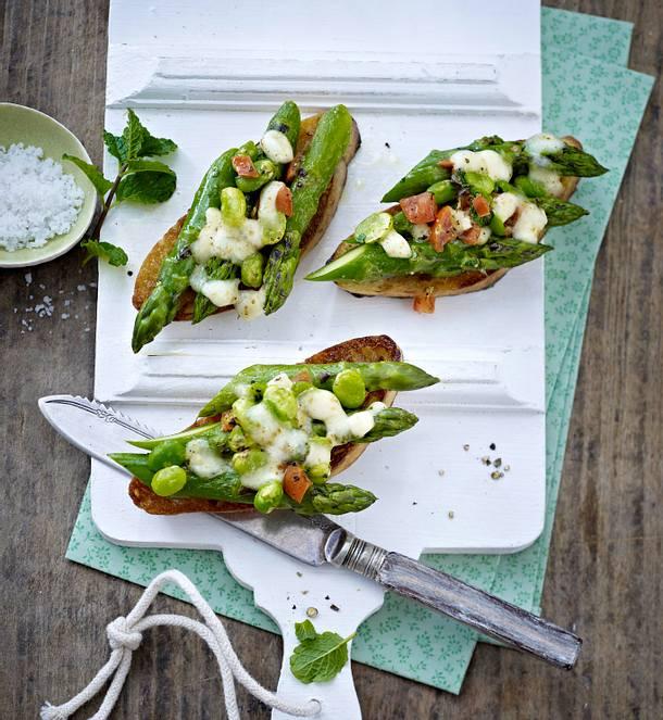 Asparagus bruschettas Rezept