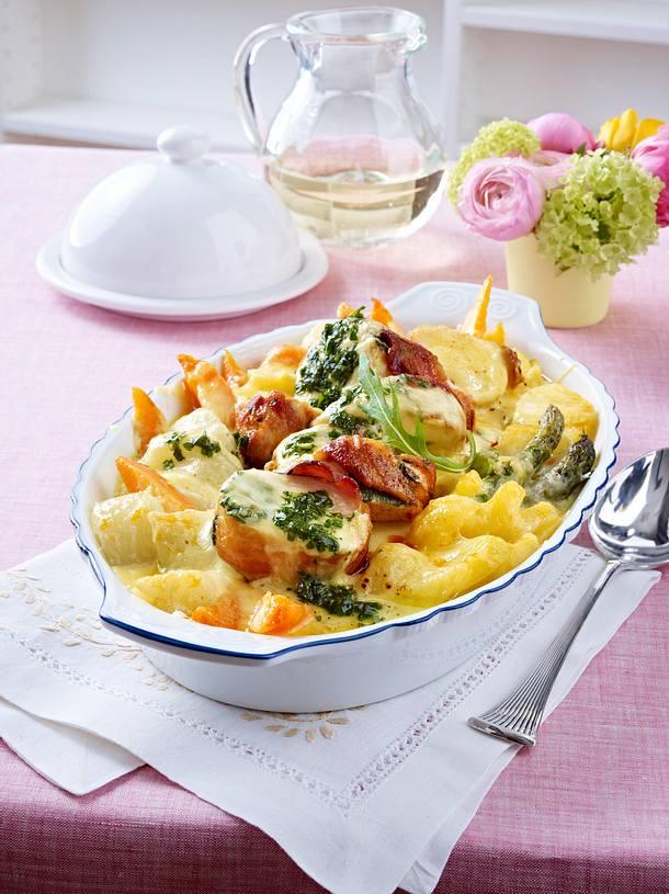 Hähnchenfilet im Speckmantel zu Kartoffel-Kohlrabi-Gratin und Kräuter-Möhren Rezept