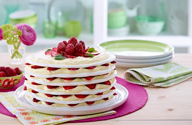 Strawberry Meringue/Pavlova Cake Rezept