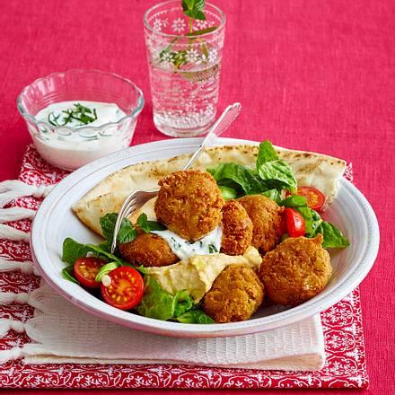 Falafel mit Hummus und Salat Rezept