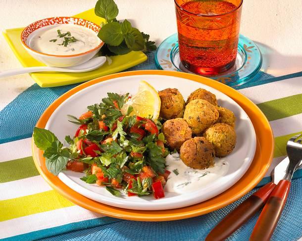 Falafel mit Petersiliensalat und Joghurt-Minz-Dressing Rezept