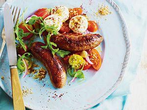 Feierabend-Grillbratwurst mit buntem Mozzarella-Tomatensalat Rezept