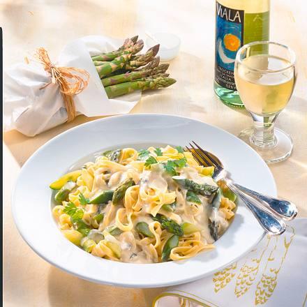 Feine Bandnudeln mit Gorgonzola-Sahne und Spargel Rezept