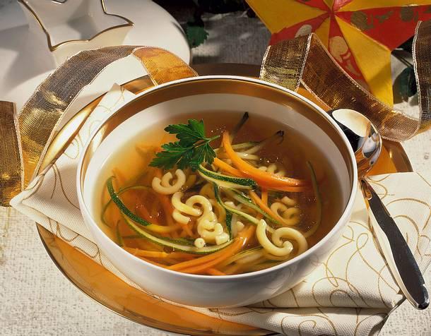 Feine Bouillon mit Gemüse Rezept