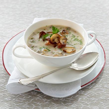 Feine Pilzsuppe mit Pfifferlingen und Champignons Rezept