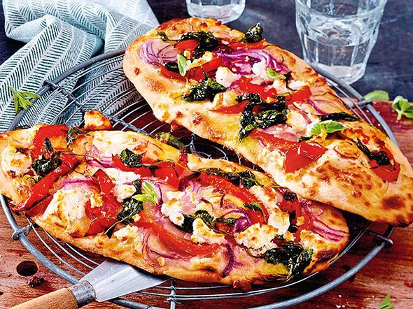 Feine Pizzafladen mit Feta Rezept