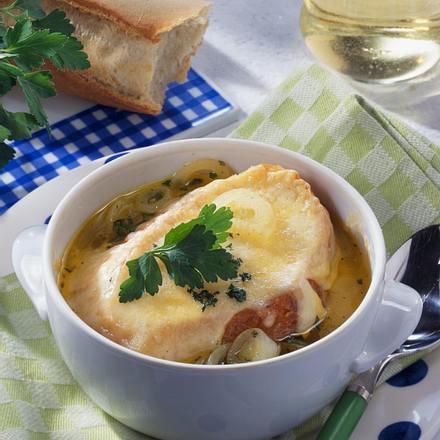 Feine Zwiebel-Weißweinsuppe mit Käse Rezept