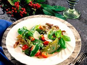 Feiner Salat mit Nuss-Vinaigrette Rezept