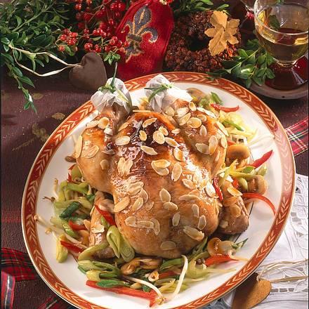 Feines Mandel-Hähnchen auf buntem Gemüsebett Rezept