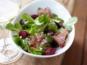 Feldsalat mit Bündner Fleisch & Sesam-Teriyaki-Vinaigrette Rezept