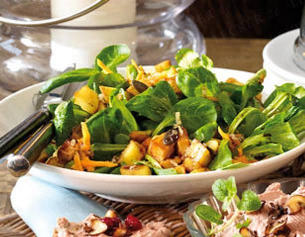 Feldsalat mit Kartoffel-Croûtons  Rezept
